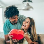 Valentine menjadi salah satu momen yang paling ditunggu-tunggu oleh sebagian besar orang di seluruh dunia untuk menunjukkan rasa sayang mereka terhadap pasangannya. Yuk, cek inspirasi kado terbaik untuk pasanganmu!