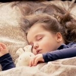 Anak pasti akan sangat senang kala diberi kamar sendiri. Supaya ia merasa lebih nyaman di kamarnya, Anda bisa berikan hiasan menarik yang ia sukai. Untuk hiasan kamarnya, Anda bisa intip rekomendasi dari kami ya!