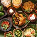 Kekayaan kuliner Indonesia memang tidak ada batasnya. Setiap daerah punya makanan khas sendiri-sendiri, termasuk daerah Sunda. Makanan Sunda memang salah satu yang paling banyak diminati oleh masyarakat Indonesia. Apa saja ya? Simak daftarnya versi BP-Guide berikut ini. Eh, ada resepnya juga ,lho.