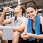 部活動やスポーツジムでの激しい運動や、夏の炎天下での野外活動など、汗をたくさんかくときに重宝されるのがスポーツタオルです。高い吸水性はもちろんのこと、最近では速乾性や冷感タイプなど多機能のものも増えています。そこで今回は、編集部が実施したwebアンケートの結果を元に厳選した、特におすすめしたいスポーツタオルTOP10をご紹介します。