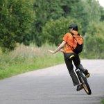 Anda tertarik untuk mengendarai sepeda roda satu? Kendaraan unik ini memang tidak mudah untuk dikendarai. Tapi, kalau Anda penasaran, BP-Guide akan berikan tipsnya. Yuk, disimak!