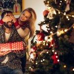 40代ともなると必要なものはほぼ持っていることが多く、クリスマスプレゼントに何を贈ればよいのか悩む場合も少なくありません。今回は、そんな40代の男性におすすめのクリスマスプレゼントを【2018年最新版】としてランキング形式にまとめました。大人の男性に喜んでもらえるものばかりですので、素敵なクリスマスプレゼントを選ぶ際の参考にしてください。