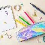 デザインも使い勝手も良いペンケースを持っていると、学校へ行くのが楽しくなり勉強もはかどります。今回は、編集部が実施したwebアンケートの結果などを元に、女子高校生に人気の筆箱を取り扱うブランドを厳選してランキング形式にまとめました。自分にぴったりな筆箱を選ぶヒントにしてください。