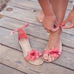 Sandal selalu memberikan tampilan santai. Agar tetap tampil cetar membahana, kamu juga harus tahu model sandal wanita terbaru yang tengah hits belakangan ini. BP-Guide akan berikan sejumlah rekomendasinya.