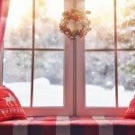 Setiap rumah memiliki jendela yang umumnya dipercantik dengan gorden. Tapi ternyata untuk memperindah tampilan jendela tidak hanya gorden, lho! Ada banyak dekorasi yang bisa digantung pada jendela rumah agar tidak terlihat polos. Intip yuk, rekomendasi gantungan jendela untuk mempermanis ruangan Anda.