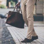 ブランドレザートートバッグは、丈夫で品が良い点で男性に人気です。どのブランドのトートバッグが良いのか、【2019年最新版】ランキングをご紹介します。ポーターやコーチなど、12のブランドについて特徴や予算の相場、選び方などを挙げますので、ぜひ参考にしてください。