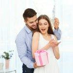 Kado romantis untuk istri tercinta? Pastikan kamu mendapatkannya sesuai dengan yang istrimu harapkan. Agar tidak bingung memilih begitu banyak macam jenis kado, berikut BP-Guide siapkan ide dan inspirasi yang bisa membantu kamu.