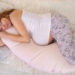 Bagi seorang wanita, kehamilan merupakan suatu pengalaman yang unik. Sebagian wanita hamil mempunyai pengalaman akan gangguan ketidaknyamanan selama hamil, salah satunya ketidaknyamanan saat tidur. Ibu hamil perlu penyangga perutnya yang semakin membesar saat terbaring. Ada beberapa rekomendasi bantal untuk ibu hamil yang dirangkum tim BP-Guide.