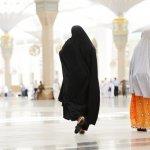 Umroh adalah ibadah sunnah yang bisa dilakukan setiap muslim yang mampu melaksanakannya. Saat merencanakan ibadah umroh, tentu pakaian menjadi salah satu hal yang wajib diperhatikan. Yuk simak kiat berbusana saat umrah dan pakaian umroh wanita yang tepat pilihan BP-Guide berikut ini!
