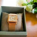 腕時計は、プレゼントに多く選ばれている定番のアイテムです。なかでも、華やかなスワロフスキーがついた腕時計は、女性を魅力的にみせてくれます。そこで今回は、人気のスワロフスキー腕時計の「2019年最新情報」をまとめました。ぜひ、可愛いディズニーデザインなど、さまざまなアイテムがありますので、プレゼント選びの参考にしてください。
