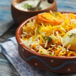 Hyderabad has deep-rooted culinary traditions that have been passed down for several generations. Arabic, Turkish and Mughlai influences are easily recognizable in Hyderabadi cuisine. This piece takes you through the serpentine alleys of Hyderabad that are distinguished by the oozing smell of filter coffee and crisp wadas. Go around and grab a bite at these popular places serving famous street food in Hyderabad.