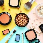 Para artis tak bisa lepas dari makeup agar selalu terlihat cantik. Tentunya semua produk makeup yang digunakan tidak sembarangan dan kualitasnya pun harus yang jempolan. Kira-kira merek makeup apa saja ya, yang sering digunakan para artis dunia? Cari tahu bareng BP-Guide, yuk!