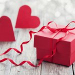 10 Romantic Gifts for Boyfriend on 1 Year Anniversary, Because Making it to One is a Big Deal! Also Read Our Tips on How to Turn Up the Romance (2019)