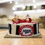 हमारी माताएँ हमारी सबसे बड़ी सहायक प्रणाली हैं। वे हमेशा अच्छे और बुरे वक़्त में हमारे साथ खड़ी रहती हैं। इस साल, उसके जन्मदिन पर, क्यों नहीं उसे अतिरिक्त विशेष महसूस कराएं? विशेष रूप से अपनी माँ के लिए इन उपहारों पर एक नज़र डालें।