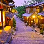 日本の歴史や伝統を感じられる京都のレストランで、心に残る誕生日ディナーを演出してみませんか。今回は【2021年最新情報】として、サプライズにぴったりのレストランや高級感漂うホテルレストラン、個室のあるレストランを厳選しました。おすすめの誕生日ディナープランや魅力的なポイントなどをまとめていますので、ぜひレストランを探すときの参考にしてください。
