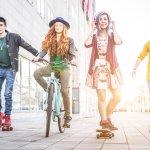 Remaja selalu tanggap soal fashion. Model dan gaya yang baru muncul akan cepat diserap. Karena itulah, remaja kerap menjadi patokan untuk menentukan sebuah fashion sudah menjadi tren atau belum.
