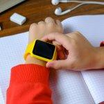 Smartwatch anak adalah salah satu gadget yang kini bisa dimanfaatkan orangtua untuk mengawasi anak meskipun dari jauh. Kalau ingin mencari smartwatch yang tepat, coba saja cek rekomendasi dari BP-Guide berikut!