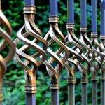 Pagar besi di rumah sudah kusam? Saatnya Anda memperbarui warnanya agar terlihat lebih segar! Cek tips memilih cat untuk pagar besi dan juga tips memilih warna untuk pagar besi dari kami!