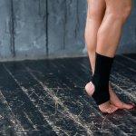 Saat pergelangan kaki cedera, kita memang jadi kesulitan untuk beraktivitas. Jangankan beraktivitas seperti olahraga, untuk berjalan pun kadang kita kesulitan. Nah, jika kamu sedang cedera, kamu bisa memakai ankle support. Ini bisa membantu kamu beraktivitas lebih baik meski pergelangan kaki kamu sedang tidak baik-baik saja. Nah, intip tips memilihnya dan juga rekomendasinya dari kami!