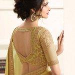 उत्सव आधिकारिक रूप से शुरू हो गए हैं और जब यह एक अवसर की बात आती है, तो साड़ी वह पोशाक होती है, जिसे भारतीय महिलाएं साल-दर-साल पहनती हैं। जहां साड़ी पसंद का निरंतर पहनावा है, वहीं साड़ी ब्लाउज डिजाइनों ने निरंतर प्रयोग के लिए बड़े परिवर्तन को शुरू किया है और इस पारंपरिक पोशाक को फिर से फैशनेबल और प्रासंगिक बना दिया है। यहाँ कुछ ब्लाउज़ डिज़ाइन हैं जिन्हें आपको आज़माना चाहिए ।