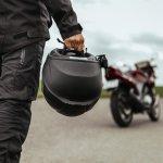 Bukan rahasia lagi bahwa helm merupakan perlengkapan penting untuk menunjang keselamatan kala berkendara. Apalagi bagi para pembalap yang selalu dihadapkan dengan risiko bertabrakan atau tergelincir di arena balap. Tertarik merasakan sensasi jadi pembalap? Ini dia 10 rekomendasi helm Nolan yang kerap menjadi pilihan para pembalap.