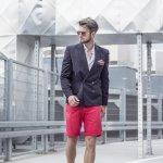 Celana pendek biasanya dikenakan pria saat santai. Tapi, tahukah kamu bahwa kamu tetap bisa tampil formal maupun kasual dengan celana ini? Jika tak yakin, kamu harus simak ulasan celana pendek pria keren dari BP-Guide berikut ini!