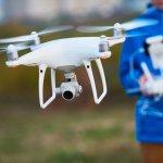 Drone adalah salah satu alat fotografi yang mampu merekam setiap momen atau peristiwa dari udara. Kebutuhan memotret dari udara memang sudah banyak digunakan dan dimanfaatkan entah itu untuk sekadar hobi atau bisnis. Nah, di tahun 2019 ini BP-Guide punya rekomendasi drone yang mudah kamu operasikan bahkan menghasilkan gambar yang memukau. Yuk, cari tahu!