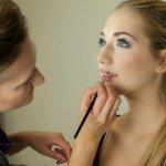 Menjadi seorang makeup artist atau MUA memang menggiurkan, ya. Kamu yang tertarik ingin mencoba profesi yang satu ini tentu harus punya peralatan makeup yang lengkap. Nah, yuk cek rekomendasi aneka alat makeup untuk jadi MUA profesional bersama BP-Guide!