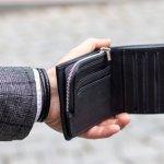 イタリア生まれのブランドであるフェンディのメンズ財布は、洗練されたデザインで世界中のおしゃれな男性を魅了しています。今回は、多くの人から好評を得ているフェンディのメンズ財布をご紹介していきます。この記事のランキングで登場する各シリーズの特徴や、選び方のポイントをチェックして、長く愛用したくなるお気に入りの財布を見つけましょう。
