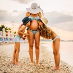 Saat hamil bukan berarti berhenti berolahraga, loh. Namun, olahraga yang dilakukan biasanya tidak berat dan khusus. Salah satunya adalah berenang. Mau tetap tampil menarik dan seksi dengan pakaian renang yang tepat untuk ibu hamil? Simak ulasan BP-Guide di bawah ini.