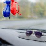 Berada di dalam mobil seharian bisa saja terjadi pada seseorang. Bisa karena dalam perjalanan panjang atau malahan terjebak macet. Bagaimana cara agar tidak bosan saat terlalu lama di dalam mobil? Salah satu caranya adalah dengan menyiapkan hiasan mobil yang tepat.
