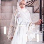 Hijab adalah salah satu syariat yang wajib dipenuhi oleh semua perempuan muslimah. Bila Anda sudah menetapkan hati untuk menjalankan syariat ini, lakukanlah dengan tulus dan ikhlas. Anda tidak perlu khawatir karena Anda masih bisa tampil dengan anggun dan cantik dengan gaun muslimah. BP-Guide akan memberi rekomendasi desain gaun muslimah yang modis dan anggun kepada Anda
