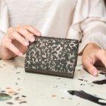 上品で美しいディオールのレディース財布は、持つ人の魅力を引き立てます。おしゃれなうえ、使い勝手に優れているのもおすすめの理由です。今回は、ディオールが展開する女性向けの財布のなかでも、とくに高い人気を誇るシリーズがひと目でわかるランキングを作成しました。お気に入りのアイテムを見つけるための選び方も押さえて、自分にぴったりの素敵な商品を探しましょう。