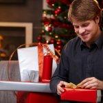 今回は、クリスマスに男性に喜ばれる素敵なプレゼントを2018年最新のランキング形式でご紹介します。毎年クリスマスの時期になると何を贈れば喜ばれるのか、迷われる方が多いです。今回の記事ではプレゼントにおすすめのアイテムだけでなく、おすすめできる理由や予算も一緒に説明していますので、参考にしてください。