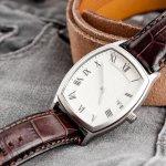 腕時計と言えば丸いラウンド型ケースが一般的ですが、最近ではスクエア型のケースの腕時計の人気が増えてきています。かわいいものからシックなものまで、今回は2019年最新の人気スクエア腕時計の情報を集めましたのでご紹介します。