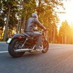 Buat Anda yang sering berkendara dengan sepeda motor, jangan lupa mengenakan jaket untuk melindungi diri dari sengatan panas dan polusi di jalan. BP-Guide akan memberikan rekomendasi jaket motor yang pas untuk Anda pakai sehari-hari.