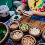 Liburan ke Thailand memang sudah menjadi hal biasa di kalangan orang Indonesia. Apalagi bagi kamu yang gemar kuliner, wajib sekali mencoba makanan atau snack khas Thailand. Bagi kamu yang ingin berlibur atau traveling ke Thailand tentu perlu membawa cenderamata untuk teman, saudara, dan keluarga. Berikut beberapa rekomendasinya dari BP-Guide.