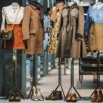 Merek fashion buatan anak negeri sekarang ini bisa disandingkan dengan jajaran merek-merek fashion dari luar negeri baik dari kualitas maupun desainnya. Maka tak jarang kadang-kadang di antara kita mengira merek dari dalam negeri yang bisa kita temui di mal-mal besar ini adalah merek luar. Padahal aslinya dari negeri sendiri. Berikut BP-Guide akan mengulas beberapa fashion brand asli Indonesia.