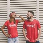 Siapa bilang kalau baju couple itu norak? Nggak dong. Sekarang ini beragam baju couple tersedia dan bisa dikenakan oleh pasangan. Coba deh intip dulu rekomendasi baju-baju couple dari BP-Guide ini, dijamin bikin Anda dan pasangan setuju untuk memilikinya!