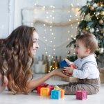 この記事では、webアンケート調査をはじめとする実際のデータをもとに、1歳の男の子にぴったりのクリスマスプレゼントを編集部が厳選しました。ランキング形式で紹介しているので、多くの人に支持されているシリーズが一目でわかります。ロングセラーの玩具からトレンドのおもちゃまで、人気のアイテムを参考にして、すてきな贈り物を選んでください。