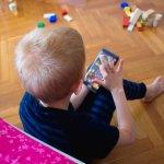 Bermain adalah aktivitas yang menarik bagi si kecil. Namun, bermain akan menjadi lebih bermanfaat ketika diselingi dengan belajar. Untuk hak ini, Anda tak perlu khawatir, karena kini telah tersedia beragam game edukasi yang bisa dimainkan melalui smartphone. Berikut adalah rekomendasi game edukasi untuk si kecil.