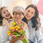 8/3 là ngày vô cùng quan trọng để tôn vinh phái nữ, trong ngày này, dù ở bất kỳ độ tuổi nào thì các quý cô cũng mong muốn được nhận quà. Một món quà phù hợp sẽ giúp họ vui vẻ hơn rất nhiều vì cảm nhận được tình yêu thương và sự quan tâm từ người thân, bạn bè. Trong bài viết này, Bp-guide sẽ gợi ý đến bạn 10 món quà tặng 8/3 độc đáo dành cho mọi lứa tuổi, hãy tham khảo ngay để chuẩn bị quà cho các nàng trong dịp quan trọng này bạn nhé.