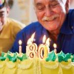 80歳の傘寿祝いに人気のプレゼント10選!お祝いの意味や喜ばれるメッセージ文例も紹介