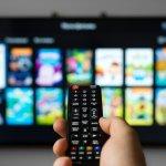 Inovasi para produsen TV memang nggak ada habisnya. Kehadiran TV yang semakin canggih dapat memanjakan konsumen dengan berbagai fitur menariknya. Saking banyaknya produsen TV, kadang kita bingung untuk memilih merek yang mana. Nah, kalau begitu simak ulasan BP-Guide tentang merek TV terbaik yang punya fitur paling unggul nih!