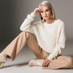 Sweater, baju hangat yang satu ini juga bisa jadi item fashion yang keren untuk bergaya sekaligus membuat tubuh terasa nyaman saat musim hujan lho. Ingin miliki sweater berkualitas dari Zara yang sudah tak diragukan lagi kualitasnya? Simak rekomendasi BP-Guide berikut!