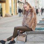 Celana panjang wanita kekinian bisa jadi pilihan kamu untuk bergaya keren. Kamu bisa padukan dengan aneka atasan. Kenali dulu 4 model celana yang sedang tren di musim panas ini!