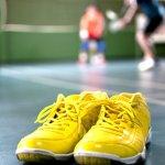 Bermain badminton tidak hanya butuh raket yang berkualitas, tapi juga sepatu yang andal dan nyaman digunakan. Salah satu sepatu badminton yang bakal membuat Anda bisa bermain dengan nyaman dan aman, adalah sepatu LiNing.