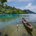 Ternate adalah salah satu hamparan surga yang tercecer di bumi Indonesia. Ada banyak destinasi wisata yang wajib dikunjungi. Eits, jangan lupa suvenir dan makanan khas dari Ternate pun wajib kamu bawa pulang sebagai oleh-oleh. Yuk, simak rekomendasi oleh-oleh Ternate ini.