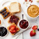 Memulai aktivitas pagi dengan perut kosong akan membuat kamu kekurangan stamina untuk beraktivitas. Sepotong roti dengan olesan selai buah sudah cukup kok untuk membakar sedikit energi di pagi hari. Agar tidak bosan, simak rekomendasi selai buah yang enak dan lezat pilihan BP-Guide ini.