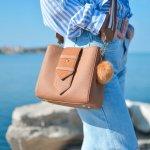 Tas selempang menjadi pilihan untuk tampilan yang simpel dan memudahkan membawa barang-barang seperti handphone, kosmetik, dan sebagainya. Berikut ini BP-Guide memberikan rekomendasi produk tas selempang yang bisa Anda pertimbangkan.